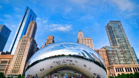 伊利诺伊州芝加哥市中心的云门雕塑