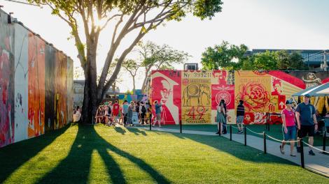 在佛罗里达州迈阿密的温伍德艺术区探索公共艺术作品