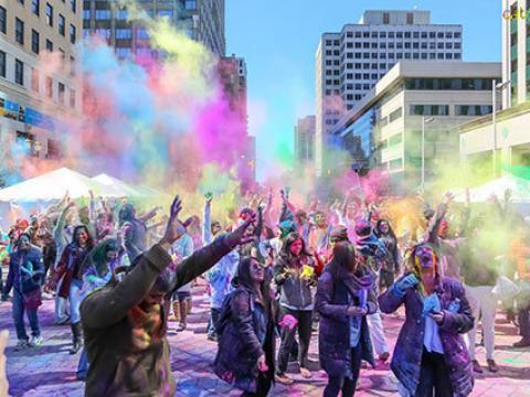 庆祝色彩斑斓的印度洒红节