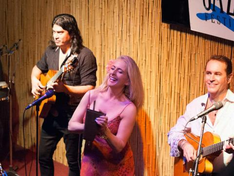 阿米莉亚岛爵士节上演奏的爵士三重奏