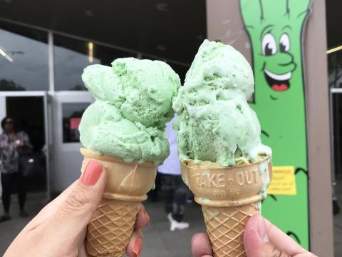 斯托克顿圣华金芦笋节上芦笋口味的冰淇淋