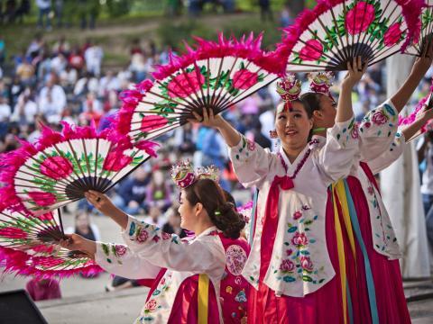 哥伦布亚洲艺术节期间的文化表演