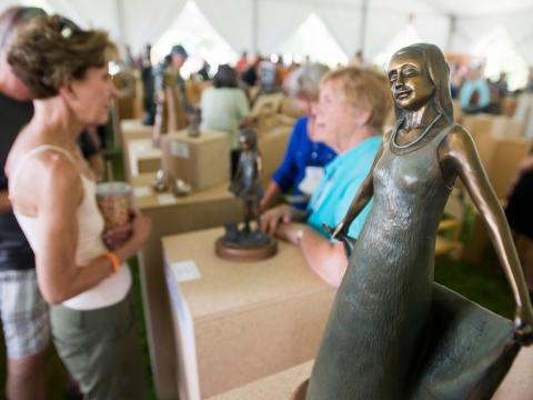 科罗拉多州拉夫兰的周末雕塑展(Sculpture Show Weekend)上的艺术活动